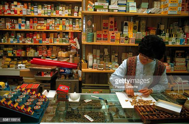 Proprietor Counting in a Chinese Drugstore