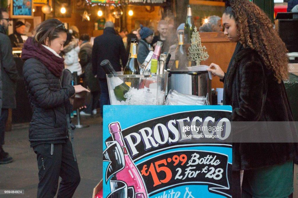Prosecco im Borough Market, London : Stock-Foto