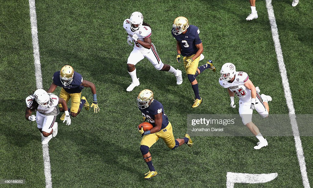 UMass v Notre Dame : News Photo