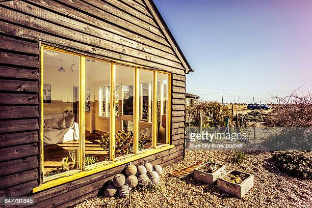 prospect cottage home of the late derek jarman - dungeness stock pictures, royalty-free photos & images