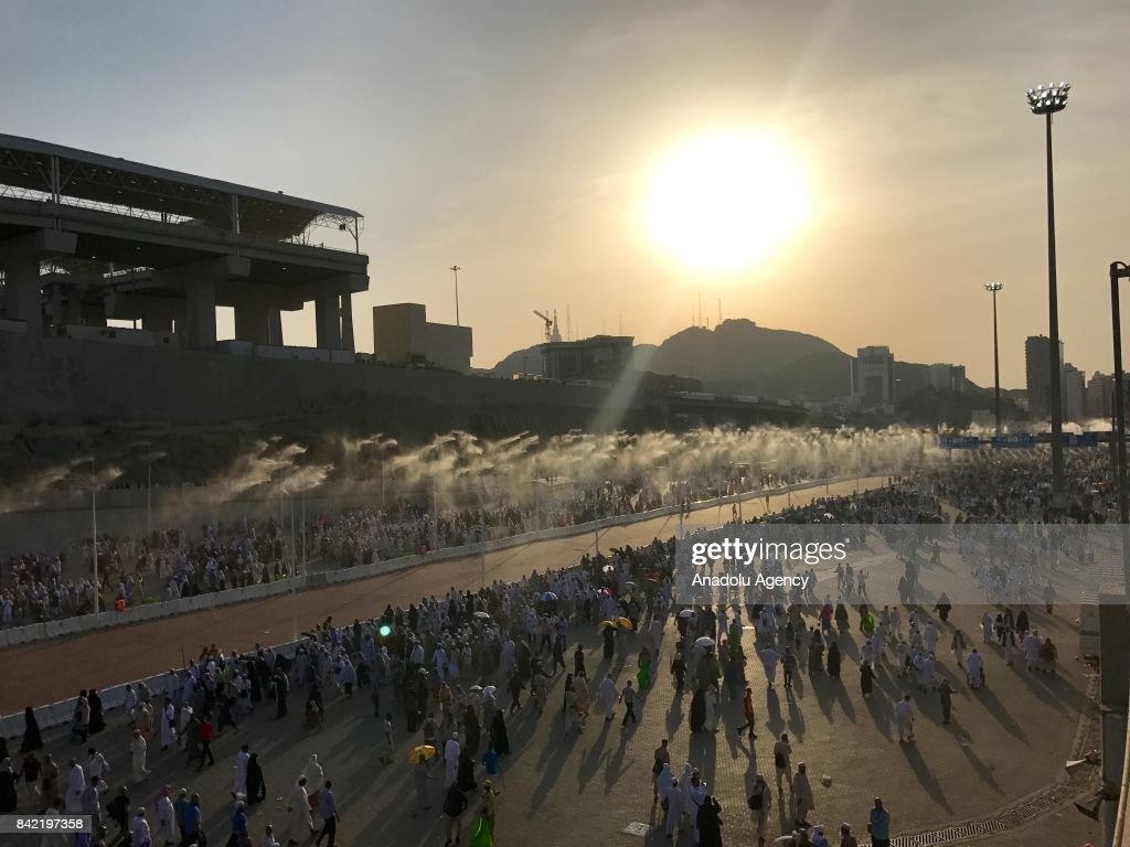 Stoning of the devil ritual during Hajj in Mecca : News Photo
