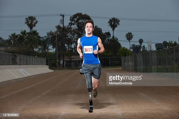 prosthetic racer - men's track stock pictures, royalty-free photos & images