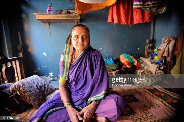 prostitute in kamathipura, bombay mumbai, maharashtra, india - bordell stock-fotos und bilder