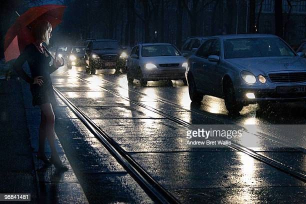 prostitute on the roadside at night in the rain - les putes photos et images de collection