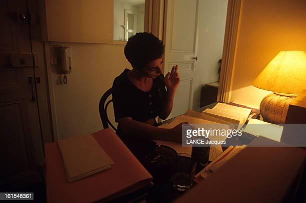 Prostitution In 'massage' Saloon A Teacher Working This Way une enseignante fumant une cigarette travaillant à son bureau consultant un dictionnaire