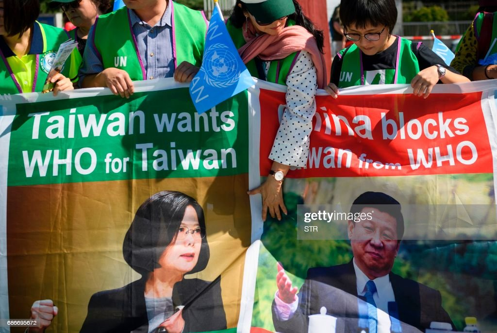 Pro-Taiwan protesters demonstrate outside of the United Nations offices on the opening day of the World Health Assembly (WHA), the World Health Organization's annual meeting, on May 22, 2017 in Geneva. Despite impassioned pleas from several countries, the World Health Organization's annual assembly refused on May 22 to even discuss admitting Taiwan to the meeting, in a move hailed by China. Self-governing Taiwan, which China sees as a renegade province awaiting reunification, has been invited to attend the WHO's main annual meeting as an observer every year since 2009, but this year it did not receive an invitation. / AFP PHOTO / Fabrice COFFRINI