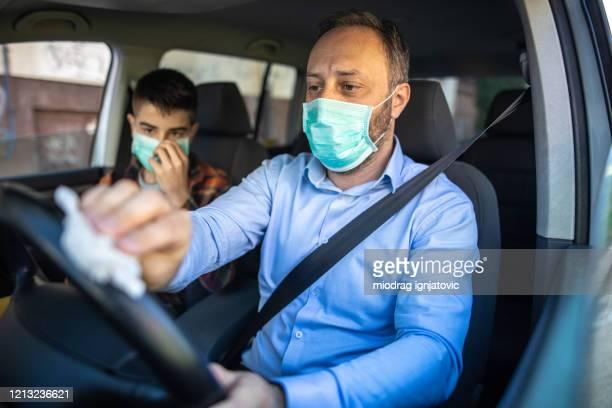 proteção contra vírus no carro - dentro - fotografias e filmes do acervo