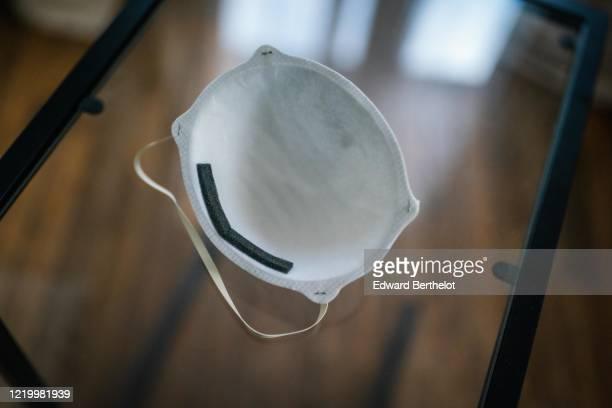 protective face mask - edward berthelot photos et images de collection