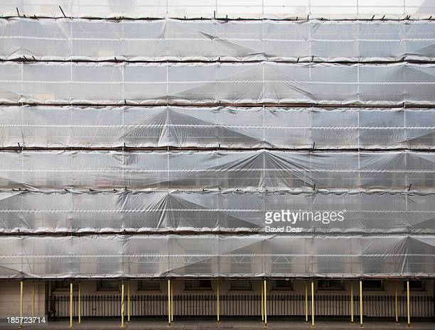 protective sheeting and scaffolding, london - 防水シート ストックフォトと画像