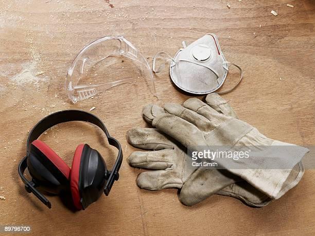 protective workwear - schutzbrille stock-fotos und bilder