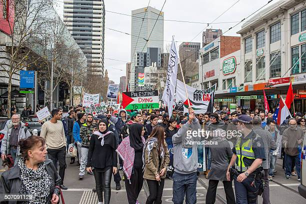 protesta contra los ataques israelíes en gaza - cultura palestina fotografías e imágenes de stock