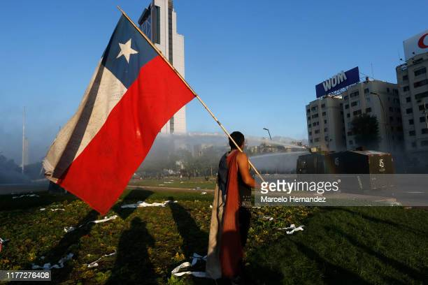 Protest against President Sebastian Piñera on October 20, 2019 in Santiago, Chile. President Sebastian Piñera suspended the 3.5% subway fare hike and...