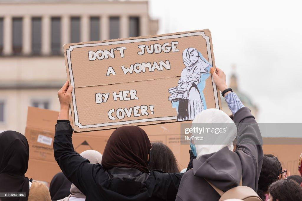 Hijabis Protest In Brussels : Fotografía de noticias