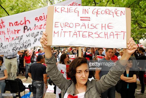 Protest gegen das militärische Vorgehen Russlands in Georgien vor der russischen Botschaft in Berlin