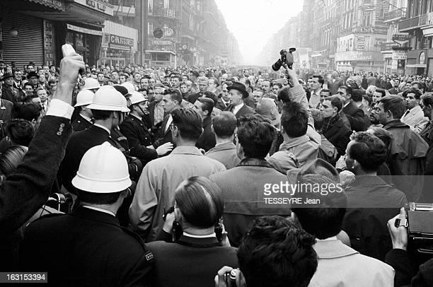 Protest In Brussels. Belgique, Bruxelles, 15 octobre 1962, Ici lors d'une manifestation culturelle, le problème de l'unité belge entre flamands et...