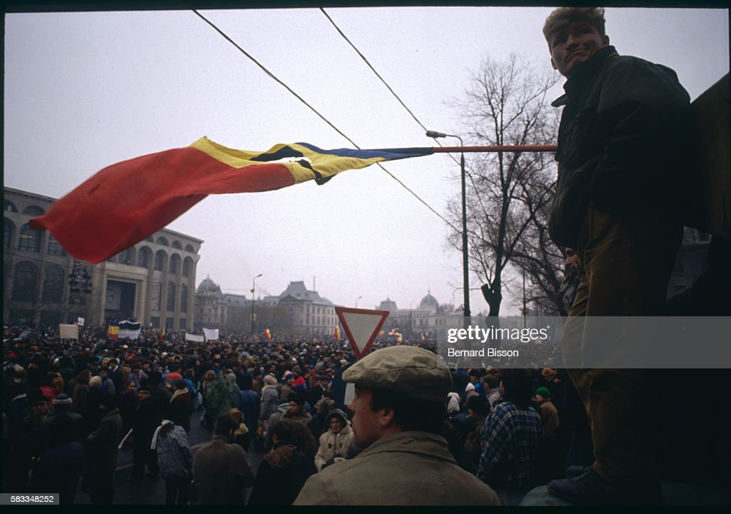 Protest Organized by the Opposition to Ion Iliescu a Year After the 1989 Revolution : Photo d'actualité