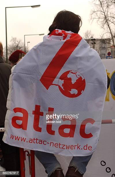 Protest von Attac gegen den bevorstehenden IrakKrieg vor dem Bundesverteidigungsministerium in Berlin