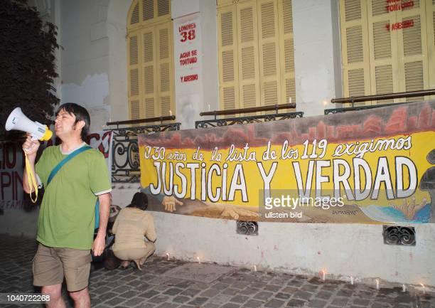 Protest vor dem ehemaligen Foltergefaengnis an der Londres 38 in Santiago am 8 Dezember 2005