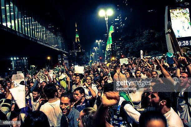 protestantes na avenida paulista - protesto - fotografias e filmes do acervo