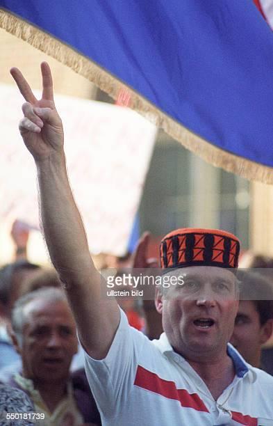 Protestdemonstration von in Berlin lebenden Kroaten gegen den Krieg im ehemaligen Jugoslavien nach der Unabhängigkeitserklärung Kroatiens Berlin...