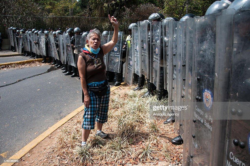 Anti-Government Protest in Venezuela : News Photo