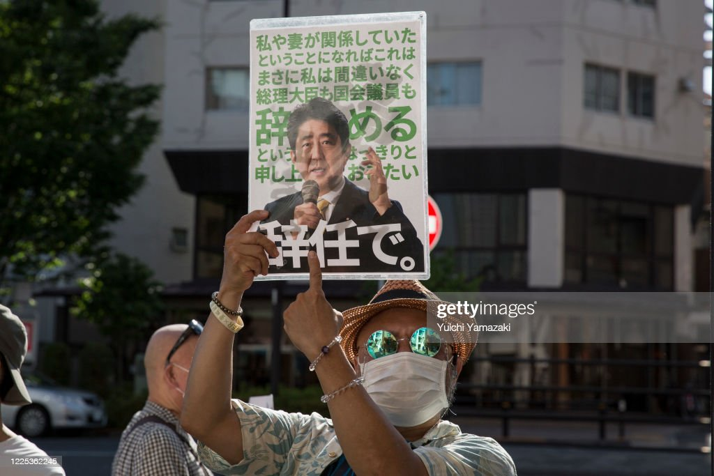 Protest Against Japan's Planned  Retirement Age Extension For Prosecutors : ニュース写真