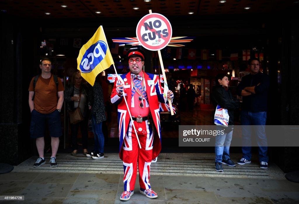 BRITAIN-STRIKE-LABOUR : News Photo