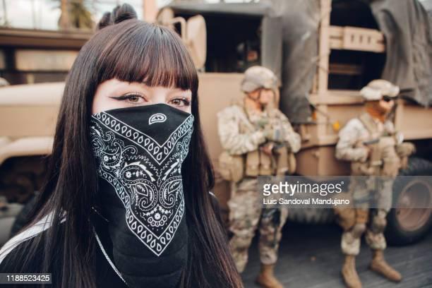 protester in chile - ビーニャデルマル ストックフォトと画像