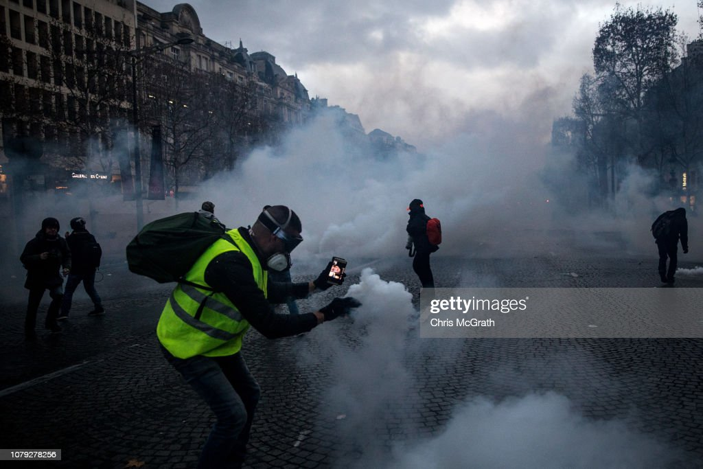 'Yellow Vests' Return to Paris Streets : News Photo