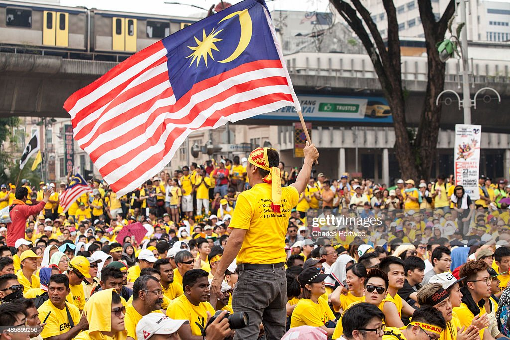 ? A protester waves a Malaysian flag during the Bersih 4.0 rally on August 30, 2015 in Kuala Lumpur, Malaysia. Prime Minister Najib Razak has become embroiled in a scandal involving state fund debts and allegations of deposits totaling 2.6 billion ringgit paid to his bank account. Razak has denied any wrongdoing. Thousands of people gathered to demand his resignation and a new general election.