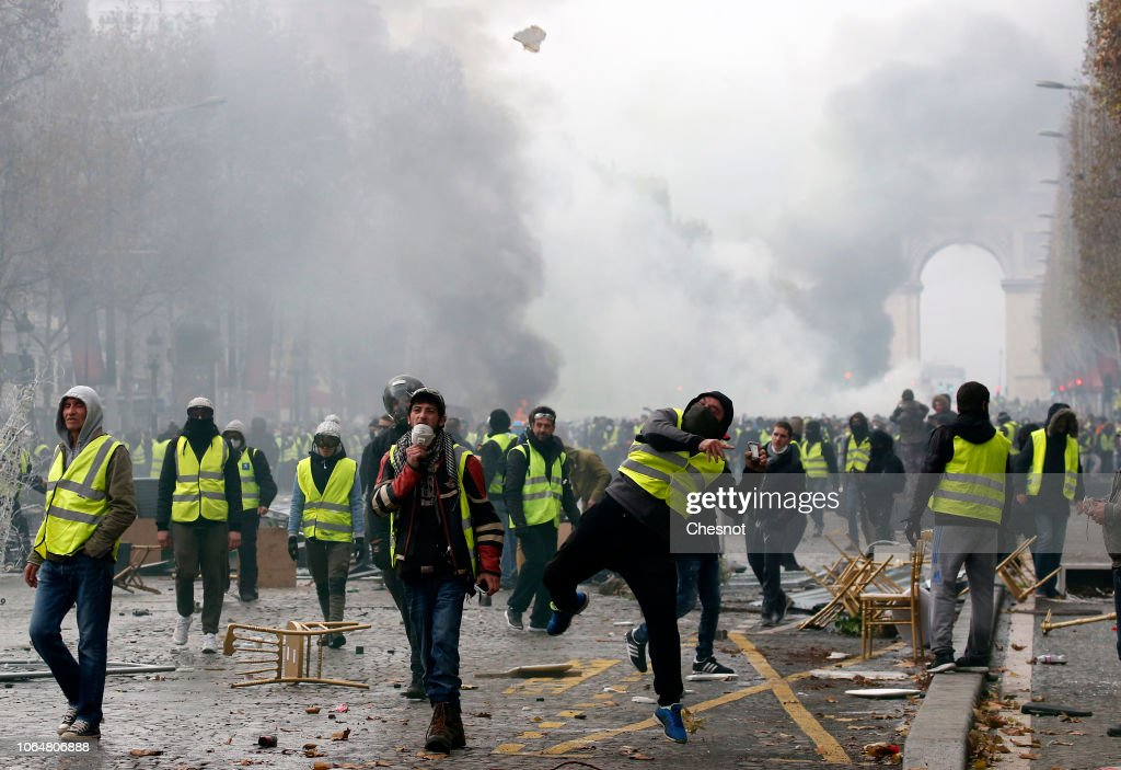 'Yellow Vests- Gilets Jaunes' Protest Against The Rise Of Fuel Oil Prices In Paris : News Photo