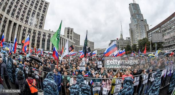 Protesters attend a rally in central Moscow on August 10, 2019 after mass police detentions. - Thousands of opposition supporters rallied in Moscow...