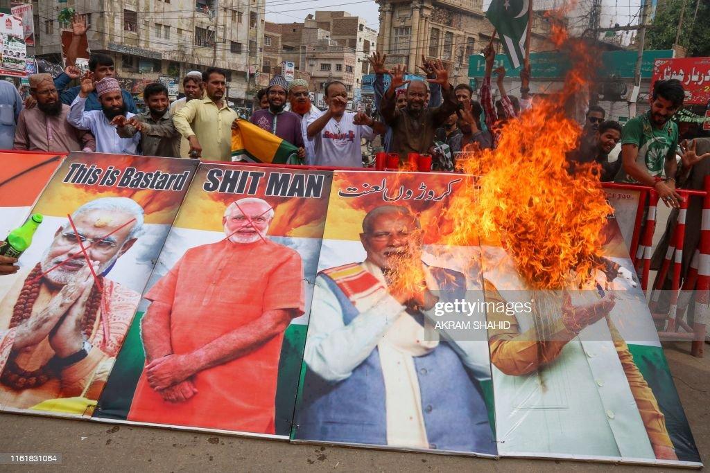 TOPSHOT-PAKISTAN-INDIA-KASHMIR-UNREST : News Photo