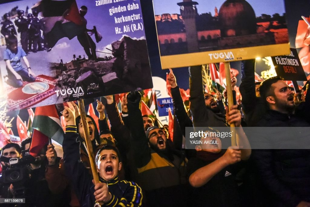 Protesters chant slogans during a demonstration against the US and Israel at Fatih Mosque in Istanbul on December 6, 2017. Hundreds of people staged protests in Istanbul angrily denouncing the US president's move to recognise Jerusalem as the capital of Israel. /