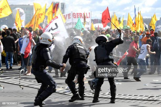 Protesters clash with police during the protest 'Occupy Brasilia' against the labor and social security reforms and the government of President...