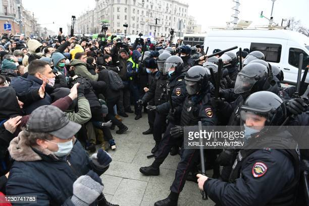 Protesters clash with riot police during a rally in support of jailed opposition leader Alexei Navalny in downtown Moscow on January 23, 2021. -...