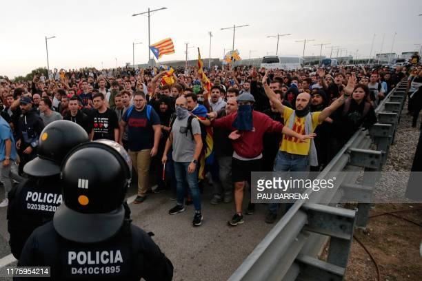 Protesters clash with Spanish policemen on the highway leading to El Prat airport in Barcelona on October 14, 2019 as thousands of angry protesters...
