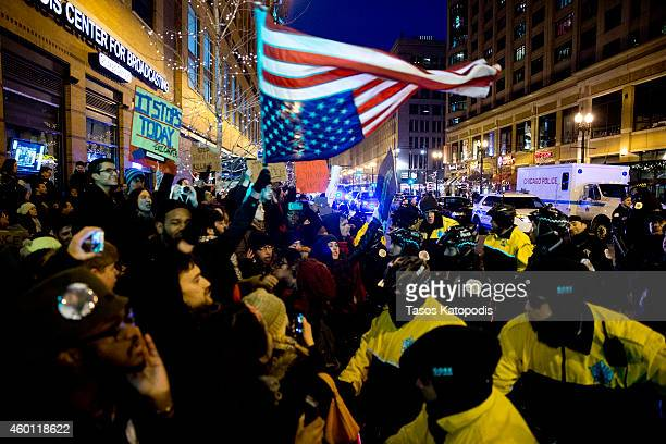 Protesters clash with the Chicago police in the street after recent grand jury decisions in policeinvolved deaths on December 7 2014 in Chicago...