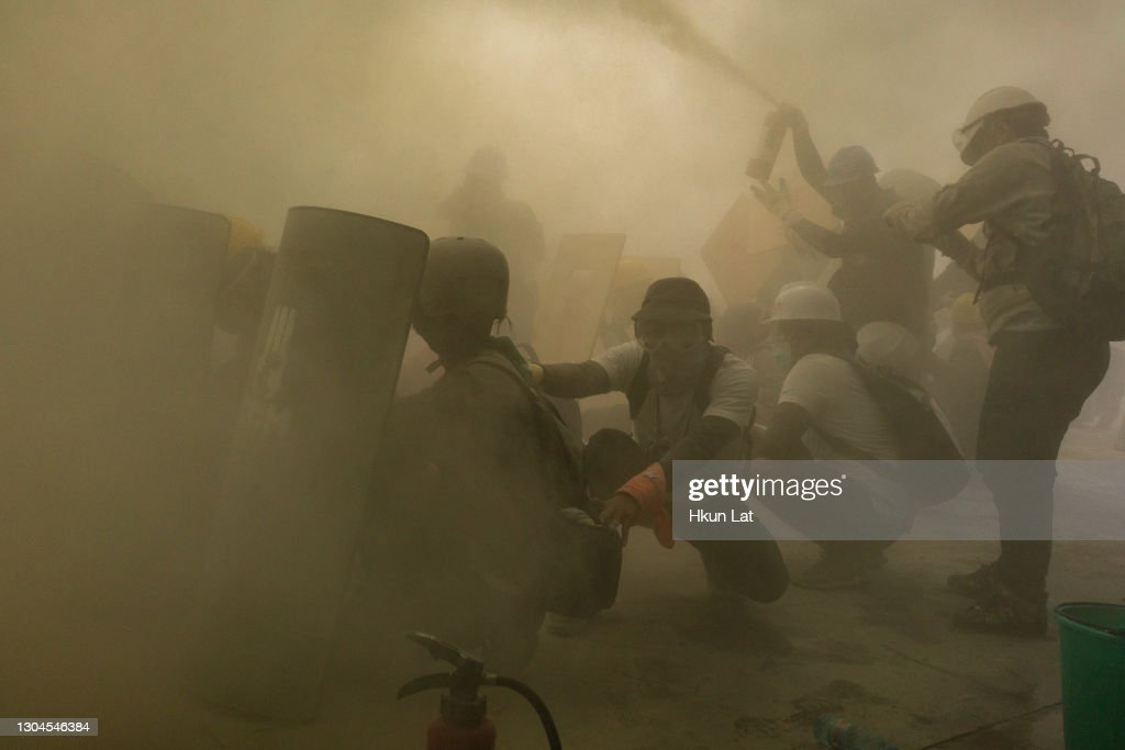 Riot Police Crack Down On Anti-coup Protesters : ニュース写真