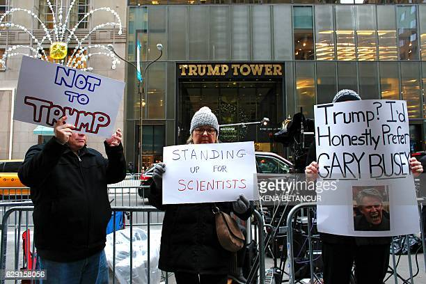Protesters demonstrate against US Presidentelect Donald Trump outside Trump Tower December 11 2016 in New York / AFP / KENA BETANCUR