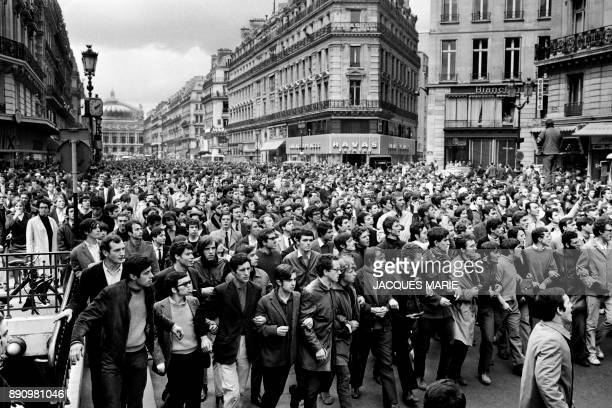 Protesters descend the Avenue de l'0pera in Paris during the MayJune 1968 events in France / AFP PHOTO / Jacques MARIE