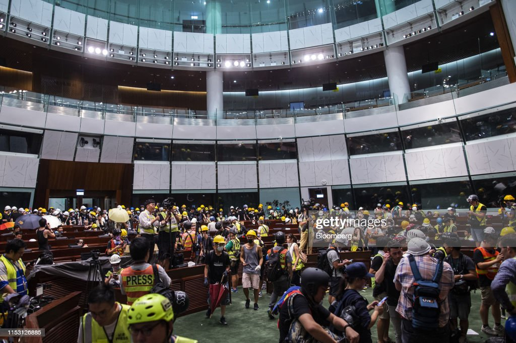 Hong Kong Girds for More Gridlock as China, Protesters Dig In : ニュース写真