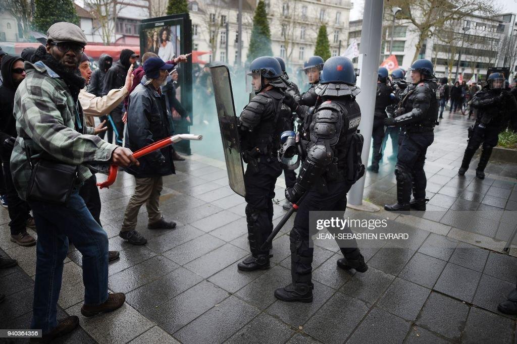 FRANCE-SOCIAL-MIGRANTS : News Photo