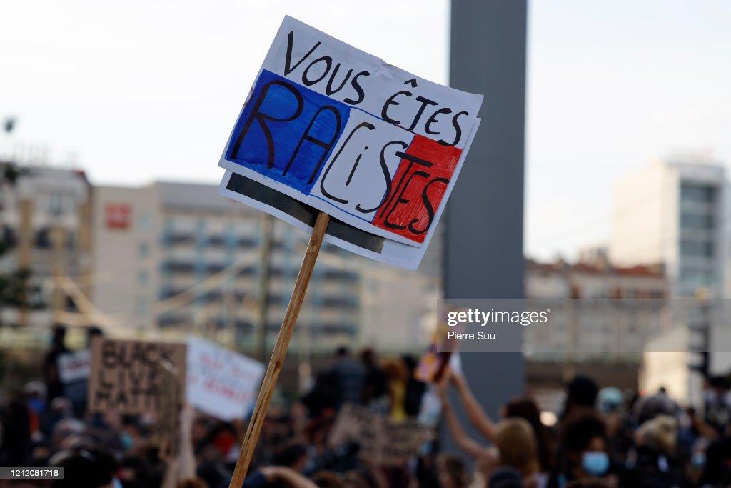 Black Lives Matter Movement Inspires Demonstrations In Paris : ニュース写真