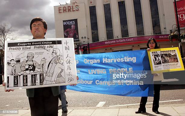 Protesters gather outside of ' BodiesThe Exhibition' on April 12 2006 in London England The exhibition gives the public the unique opportunity to see...