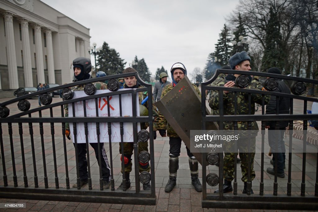 Protesters guard the Ukrainian Parliament on February 25, 2014 in Kiev, Ukraine. Ukraine's interim President Olexander Turchynov is due to form a unity government, as UK and US foreign ministers meet to discuss emergency financial assistance for the country.
