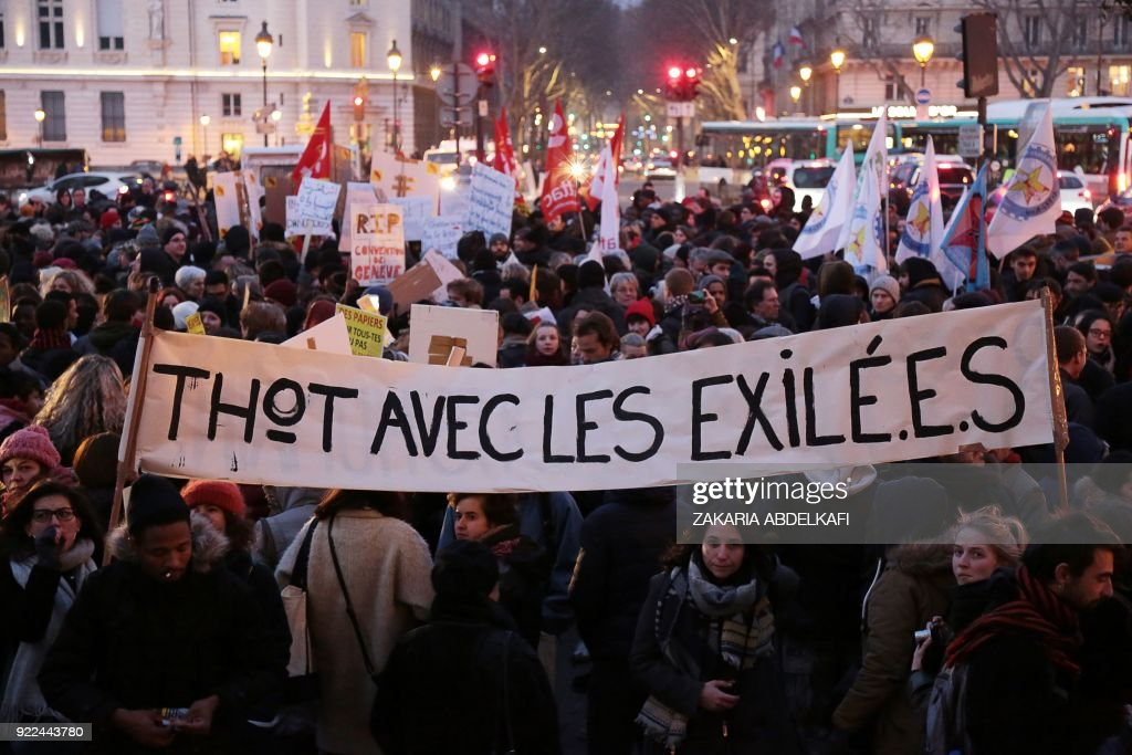 Protesters hold a banner reading 'Thot with the exiled' on the Place Saint-Michel in Paris on February 21, 2018, during a demonstration against the French government's new immigration bill. The French government defended a new immigration bill as 'completely balanced' on February 21 despite criticism from rights groups and some ruling party lawmakers that it will lead to thousands of extra deportations. The draft law, which criminalises illegal border crossings and speeds up procedures to deport economic migrants, was presented to the cabinet of President Emmanuel Macron for the first time. PHOTO / Zakaria ABDELKAFI