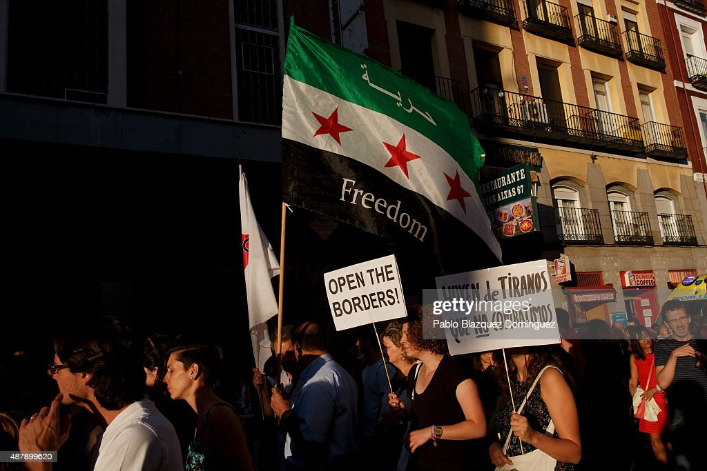 Spanish Demonstrators March In Support Of Syrian Refugees : News Photo
