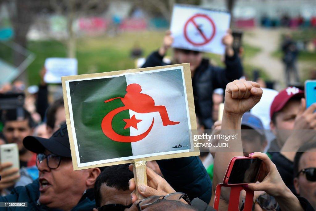 TOPSHOT-FRANCE-ALGERIA-POLITICS-VOTE-DEMO : Fotografía de noticias