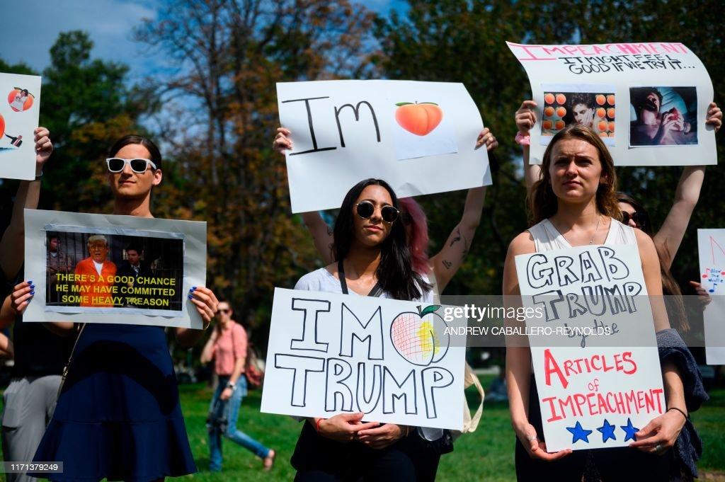 US-POLITICS-IMPEACHMENT-RALLY : News Photo